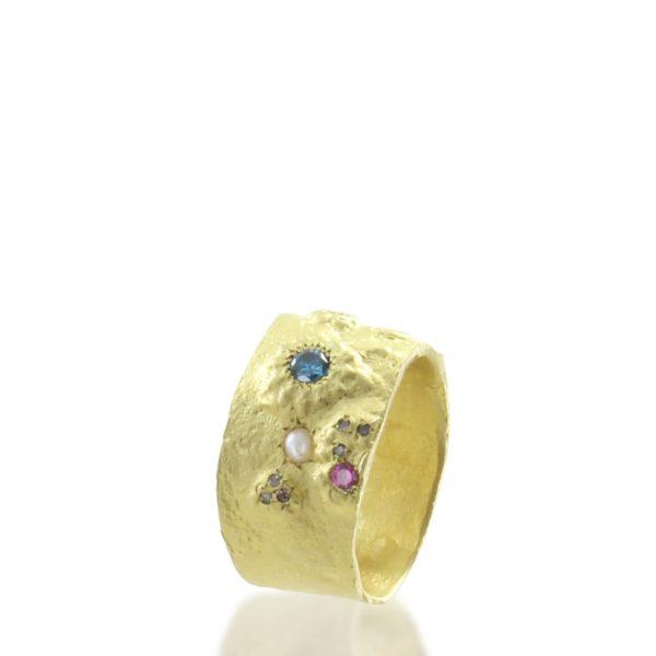 Bague Petit Désert d'Orient Or Jaune Diamants Rubis et Perle Fine