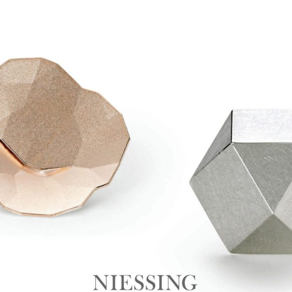 Pin's Topia Or Rouge Niessing