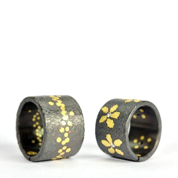 Deux anneaux en titane, or et diamants, Fabrice Schaefer