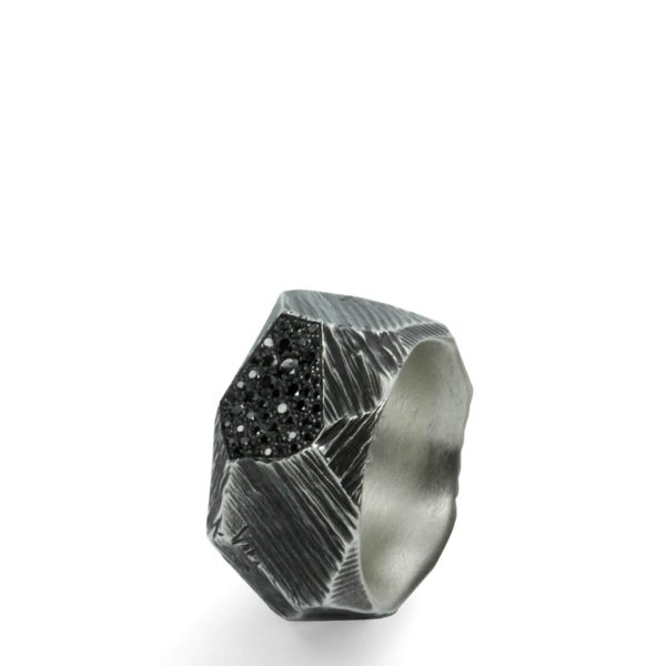 Bague Rock Argent Massif Oxydé Pavée de 46 Diamants Noirs