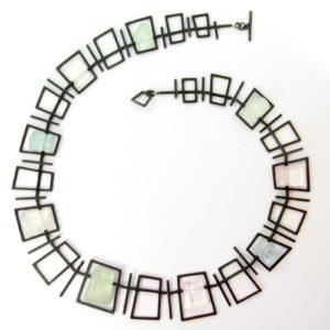 Collier Géométrique en Argent Oxydé avec Cristaux d'Aigues-marines et de Morganites