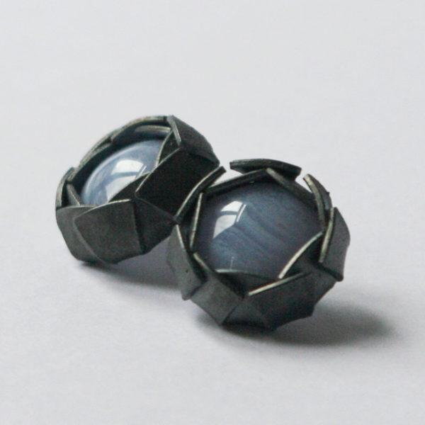 Boucles d'oreilles Artichaut, Argent, Calcédoine, Ambroise Degenève, Exposition Antinomie