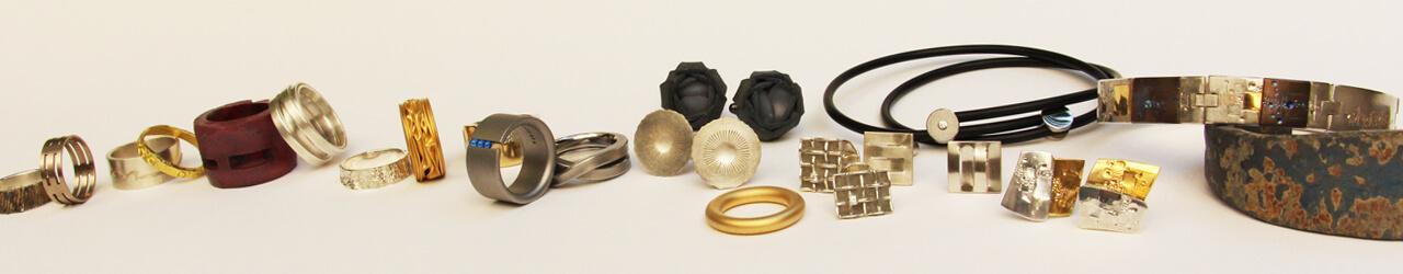 anneaux, bracelets, boutons de manchette