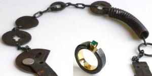 Marianne Anselin, collier mécanique et bague en or, fer et émeraude